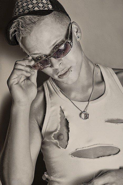 Sunglasses at night (2009)